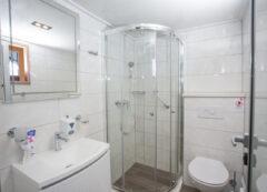 Barco de categoría estándar superior - baño privado
