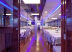Barco de categoría estándar superior - comedor