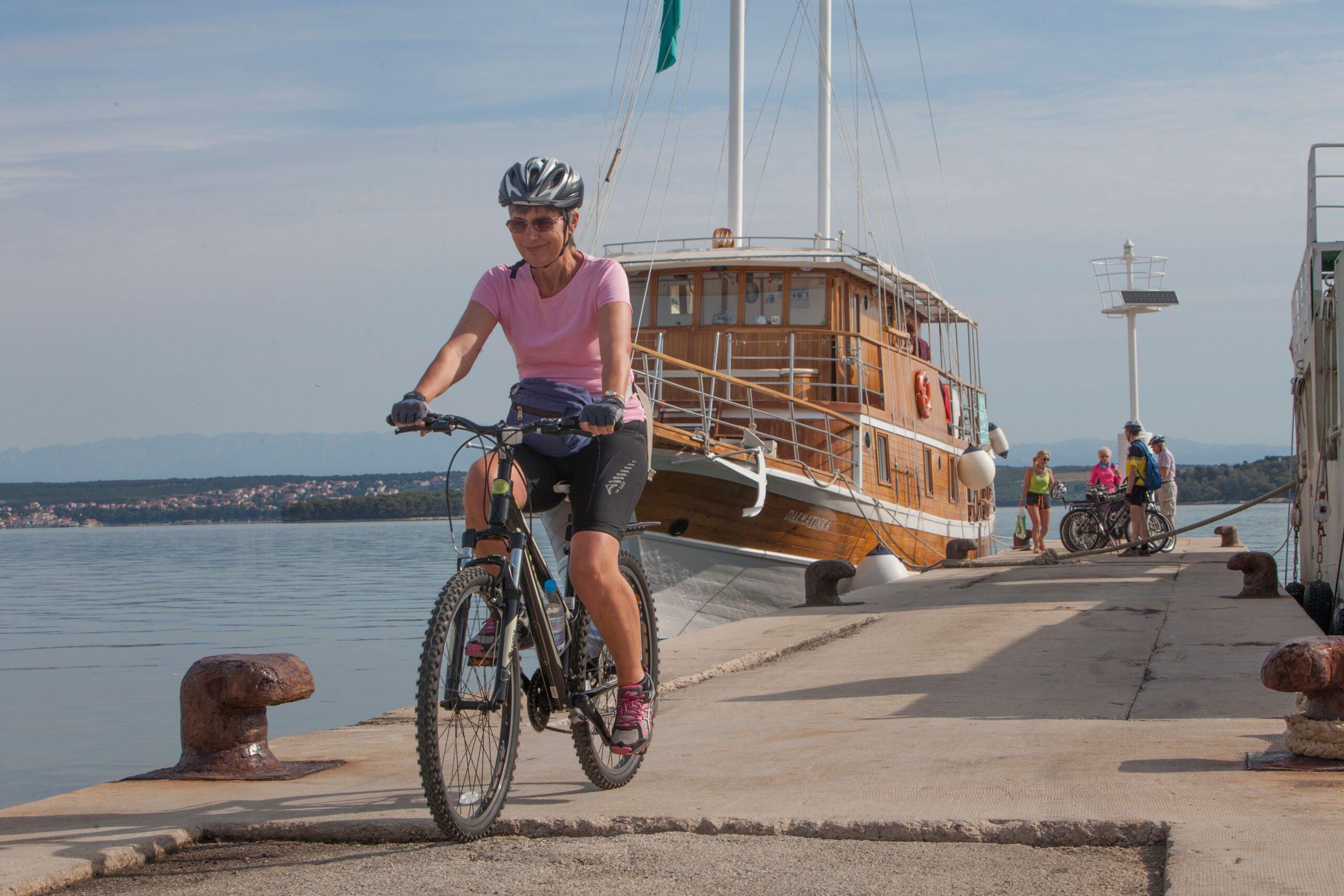 Ciclismo en Croacia - bici en barco por Islas Dálmatas