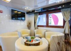 Barco de categoría de lujo - cubierta principal