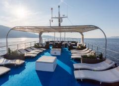 Barco de categoría estándar superior: cubierta principal