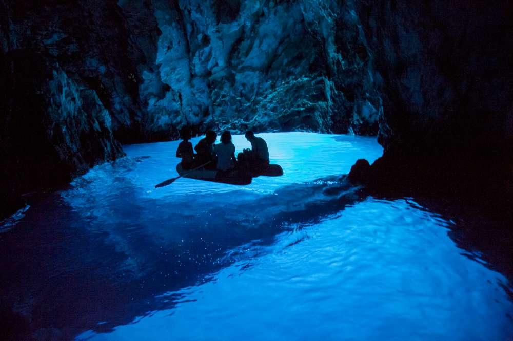 Cueva Azul en Croacia-en crucero con Ekorna