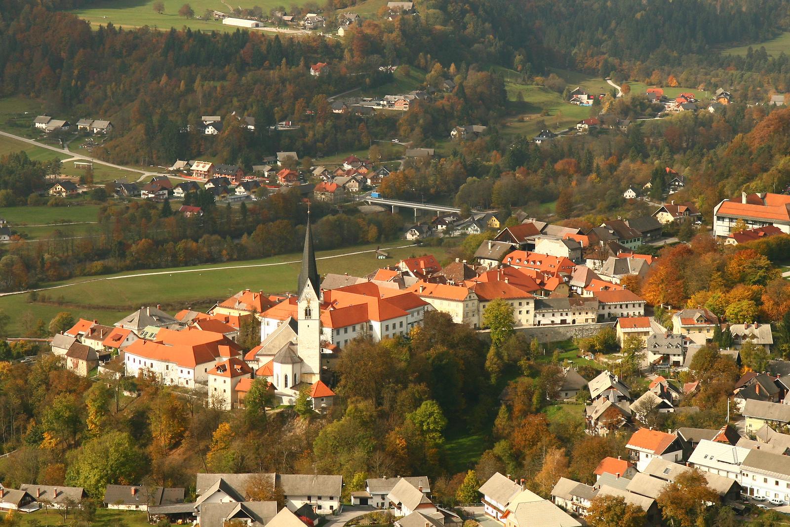 Radovljica en Eslovenia, F012520-radovljica_na_pomolu_rozle_bregar-photo-m