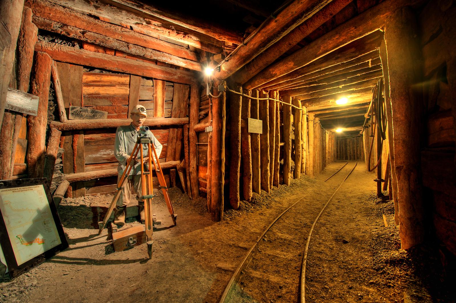 La mina de mercurio Idrija - www.slovenia.info, antonijev_rov_jamomerec_foto_samo_trebizan_arhiv_rzs_orig_jpg-photo