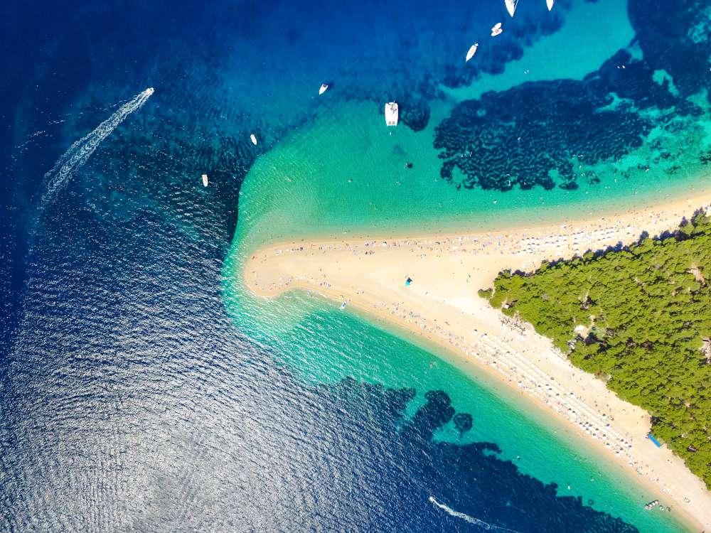 Zlatni-Rat-Bol-isla-de-Brac-Croacia