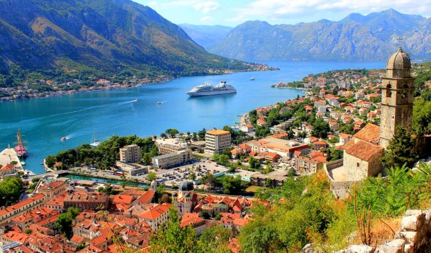 La Bahía de Kotor en los Balcanes