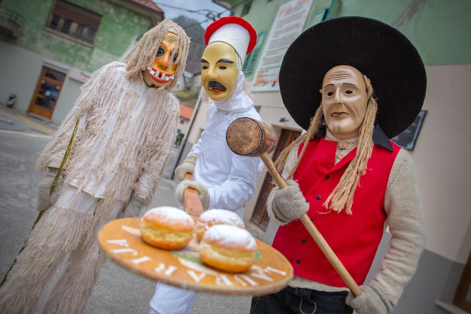 Carnaval de Cerkno - laufarji, www.slovenia.info, Avtor: Matej Vranic, Fotokom