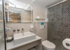 Barco de lujo: Baño privado
