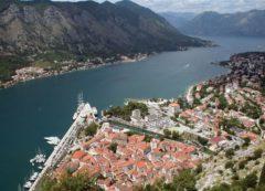 Panorama de la ciudad mediterránea de Kotor