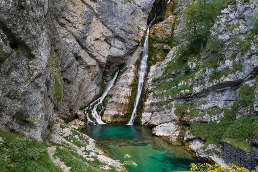 cascadas en lago Bohinj