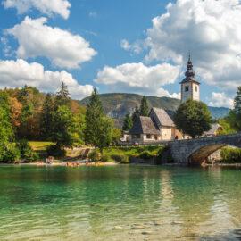 el maravilloso lago de Bohinj en Eslovenia