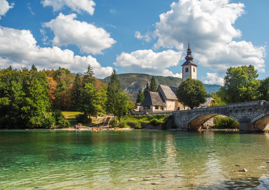 Lago de Bohinj en Eslovenia
