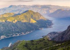 El fjordo/bahía de Kotor, Montenegro