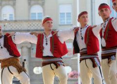 El grupo folclórico de Albania