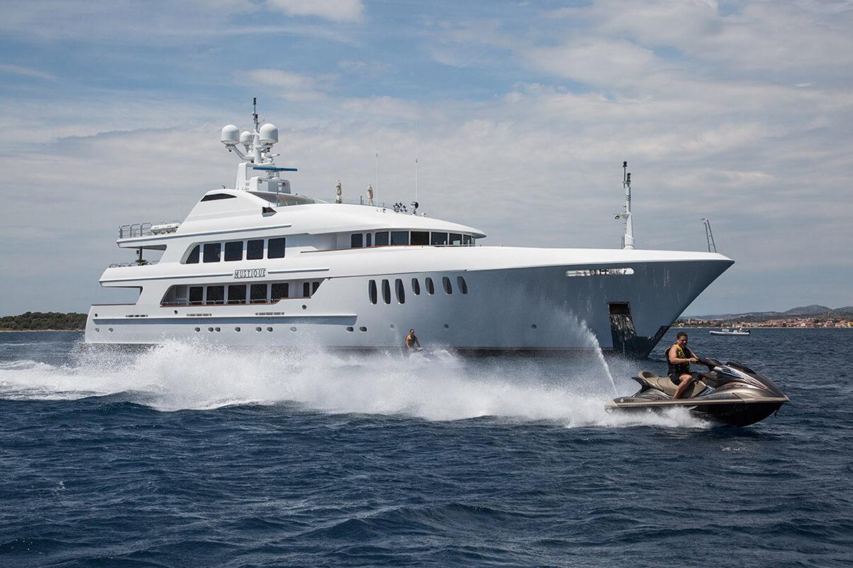 Yacht de lluxo