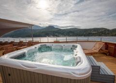 Barco de categoría de lujo: jacuzzi
