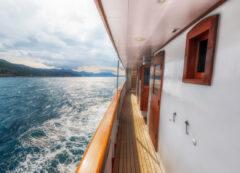 Barco de categoría de lujo: cubierta principal