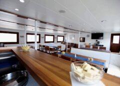 Barco de categoría estándar - comedor