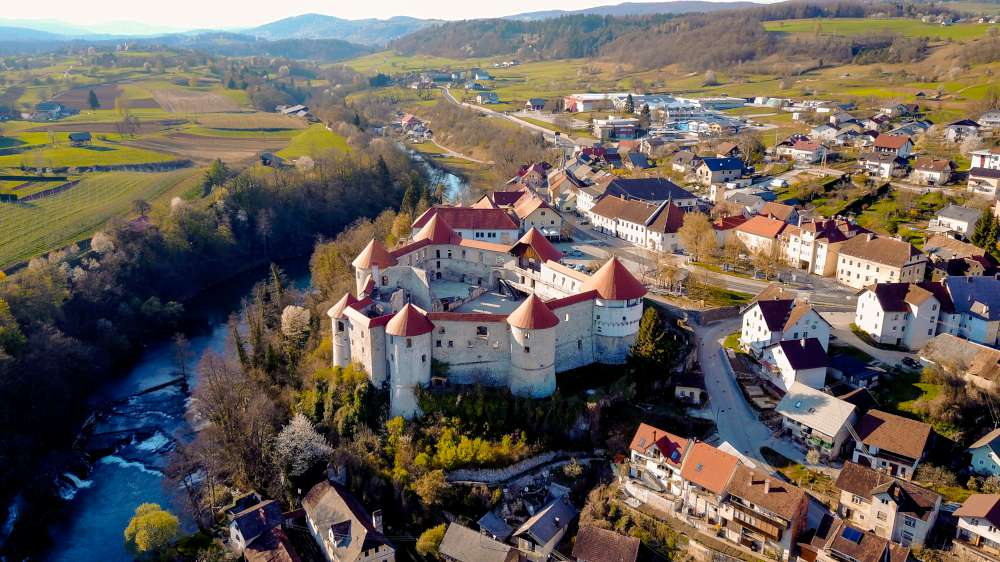 Castles of Slovenia, a change of scenery with Ekorna