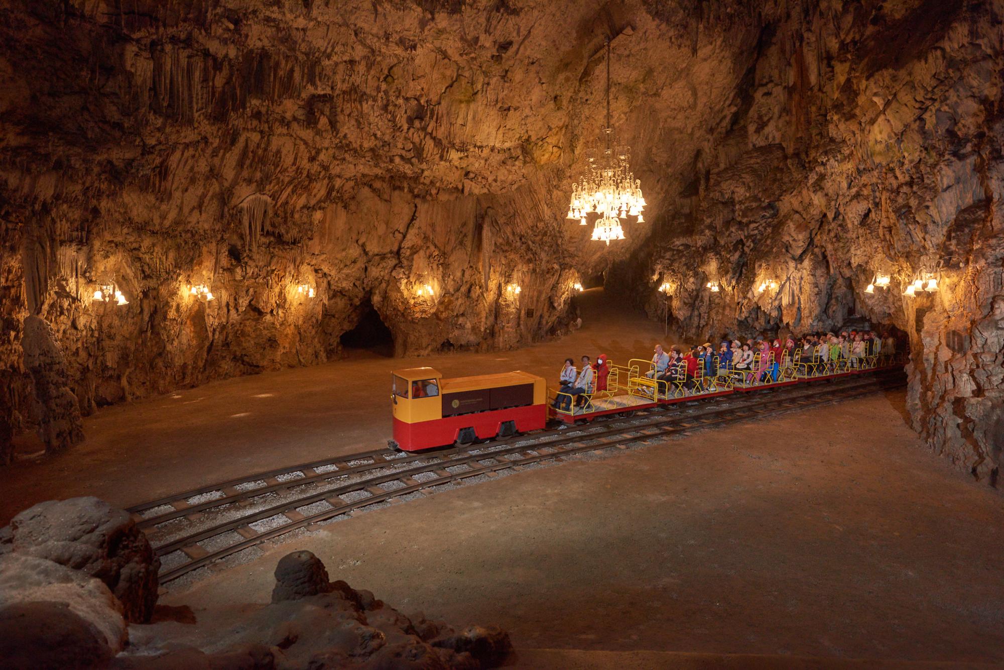 Postojna Cave - _vlakec_v_postojnski_jami_4155_orig_jpg-photo-foto: Iztok Medja, www.slovenia.info