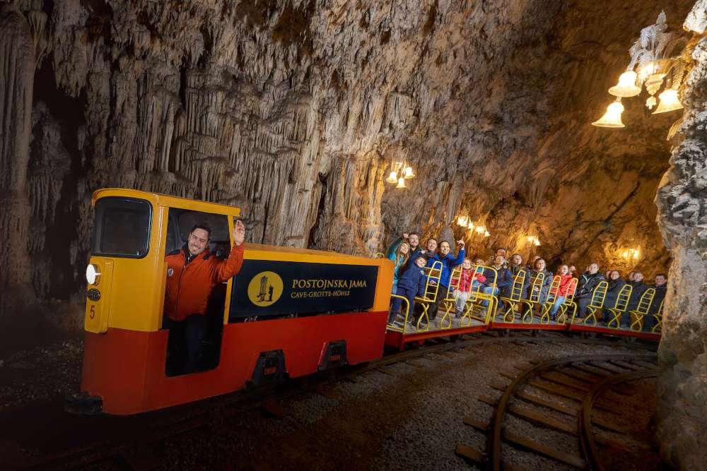 Slovenija, Postojna cave, train, www.slovenia.info, Iztok Medija-1000
